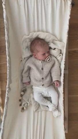 Baby hammock - Video & GIFs   newborn outfit,baby hammock,baby supplies,baby swings,baby koala,stylish baby,baby registry,baby accessories,baby gear,little babies
