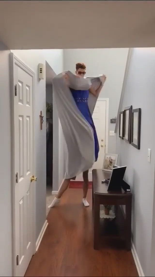 How tall - Video & GIFs | funny short,funny clips,funny memes,stupid funny,hilarious,comedy zone,anime character drawing,tic tok,can not stop laughing