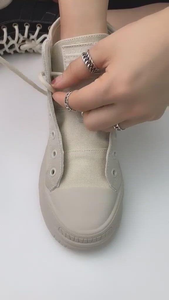 Amazing way to tie shoes - Video & GIFs   estilo de sapatos,sapato apertado,sapatos laco,ways to lace shoes,how to tie shoes,diy clothes and shoes,diy fashion hacks,diy fashion,fashion tips,everyday hacks,clothing hacks,mode outfits