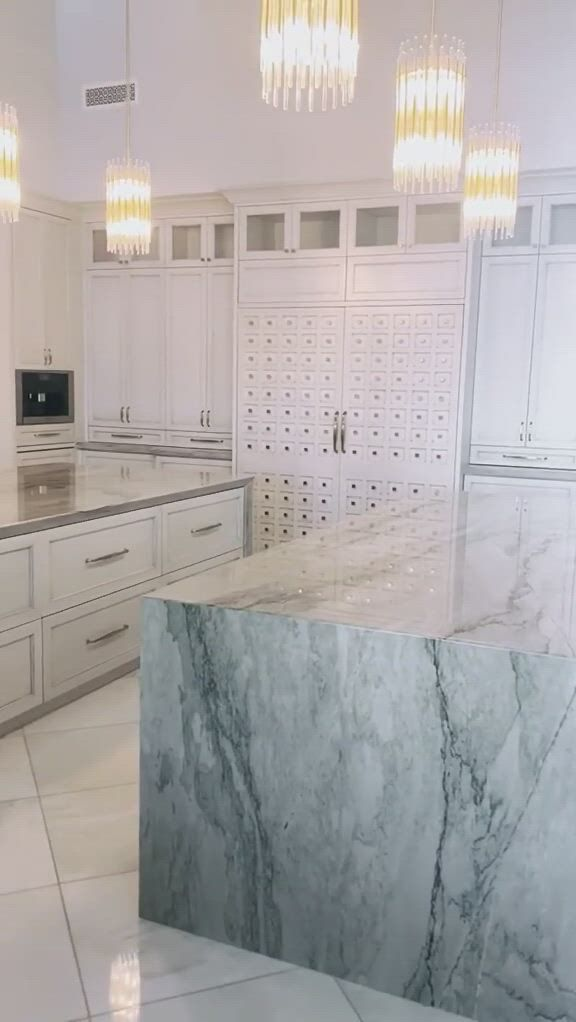 White kitchen one of a kind design - Video & GIFs   bedroom closet design,modern luxury bedroom,home decor,space kitchen,kitchen decor,family gatherings,modern industrial,house projects,diamond heart,beautiful kitchens,house rooms,kitchen designs