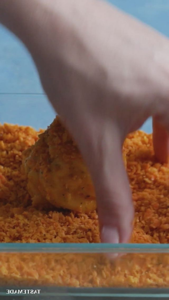 Mac n cheese balls - Video & GIFs | cooking recipes,diy food recipes,foood recipes,fun baking recipes,easy food recipes,yummy recipes,comida diy,macaroni and cheese,nacho cheese,appetizer recipes,appetizers