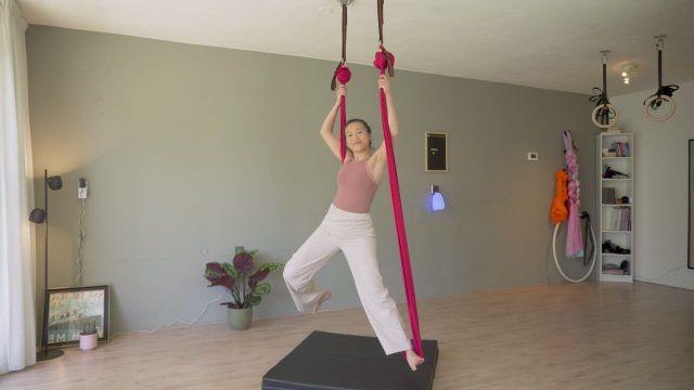 Aerial hammock Footlock Flow - Video & GIFs   aerial hammock,hammock tricks,aerial dance,link,workout,yoga,health,fitness,salud,health care