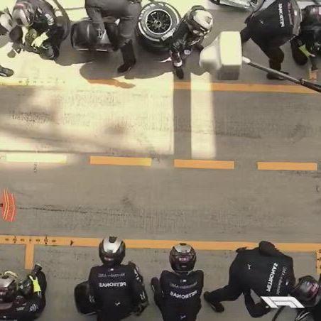 Team merc replacing all of its 4 wheels under 2 secs - Video & GIFs | formula1,sports,racing,impressive,mercedes