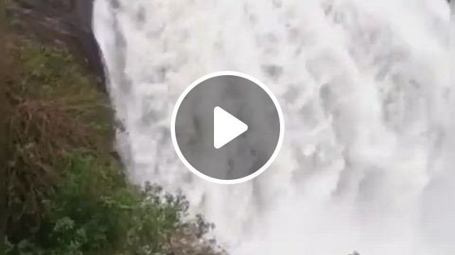 Waterfall Of Lanka - Video & GIFs | lindas cachoeiras, queda de agua, cachoeira, beautiful roses, beautiful places, places to travel, places to visit, beautiful waterfalls, sri lanka, trips, have fun, bedding