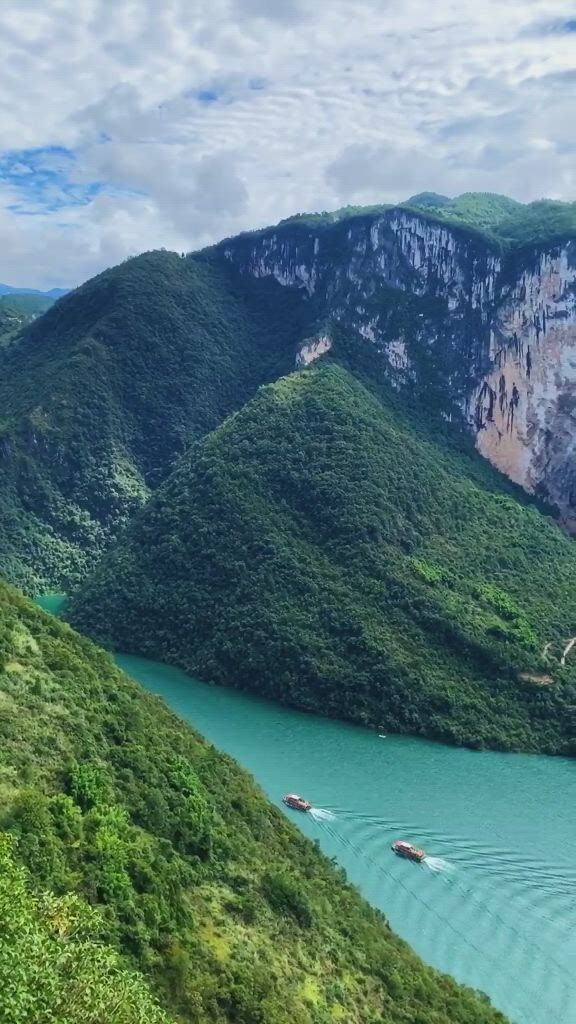 Enshi qingjiang butterfly cliff scenic area - Video & GIFs | beautiful places to travel,beautiful places nature,amazing nature,life is beautiful,amazing places on earth,nature gif,hams,winter scenery