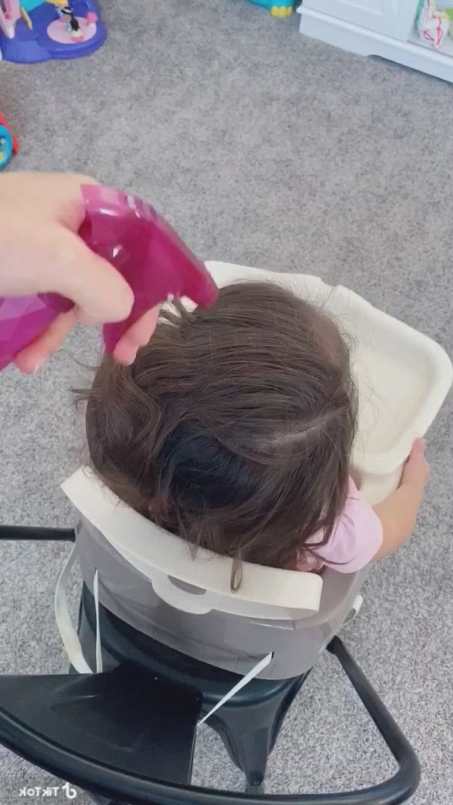 Super cute hair style for toddlers - Video & GIFs   toddler hair dos,easy toddler hairstyles,easy little girl hairstyles,baby girl hairstyles,cute hairstyles for toddlers,princess hairstyles,girl hair dos,styling baby girl hair,curly hair styles easy