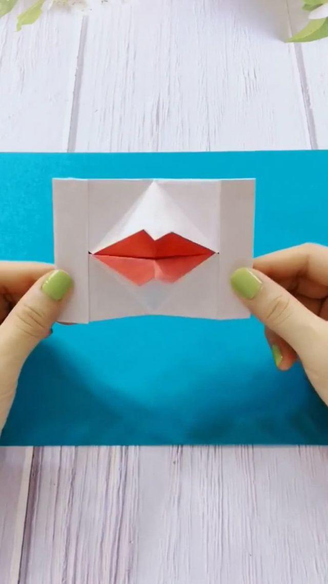 Diy Kissing Lips Pop Up
