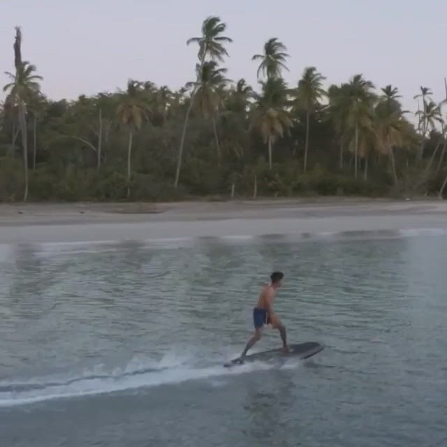 Radin electric surf board - Video & GIFs | surfing,jet surf,water sport accessories,ocean crafts,water crafts,mobiles,outdoor gifts,cool gear,sports gifts,catamaran