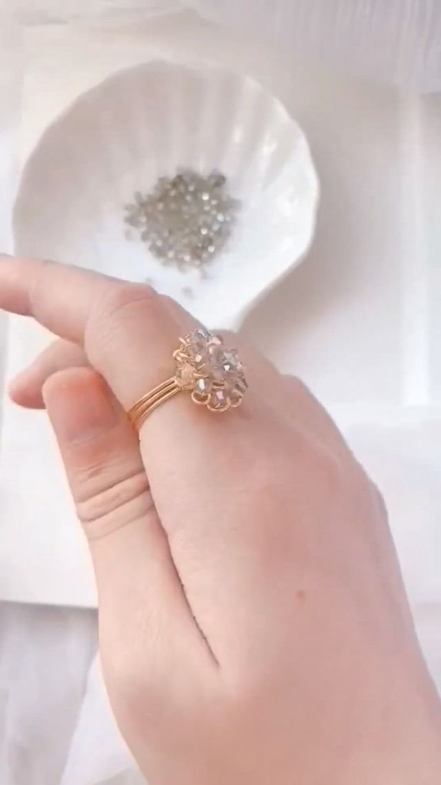 DIY Beading Wire Wrapped Ring Tutorial - Video & GIFs | wire jewelry,handmade wire jewelry,wire jewelry designs,wire jewelry rings,wire jewelry making,bead jewellery,jewelry making tutorials,wire wrapped jewelry,jewelry crafts,jewelry findings