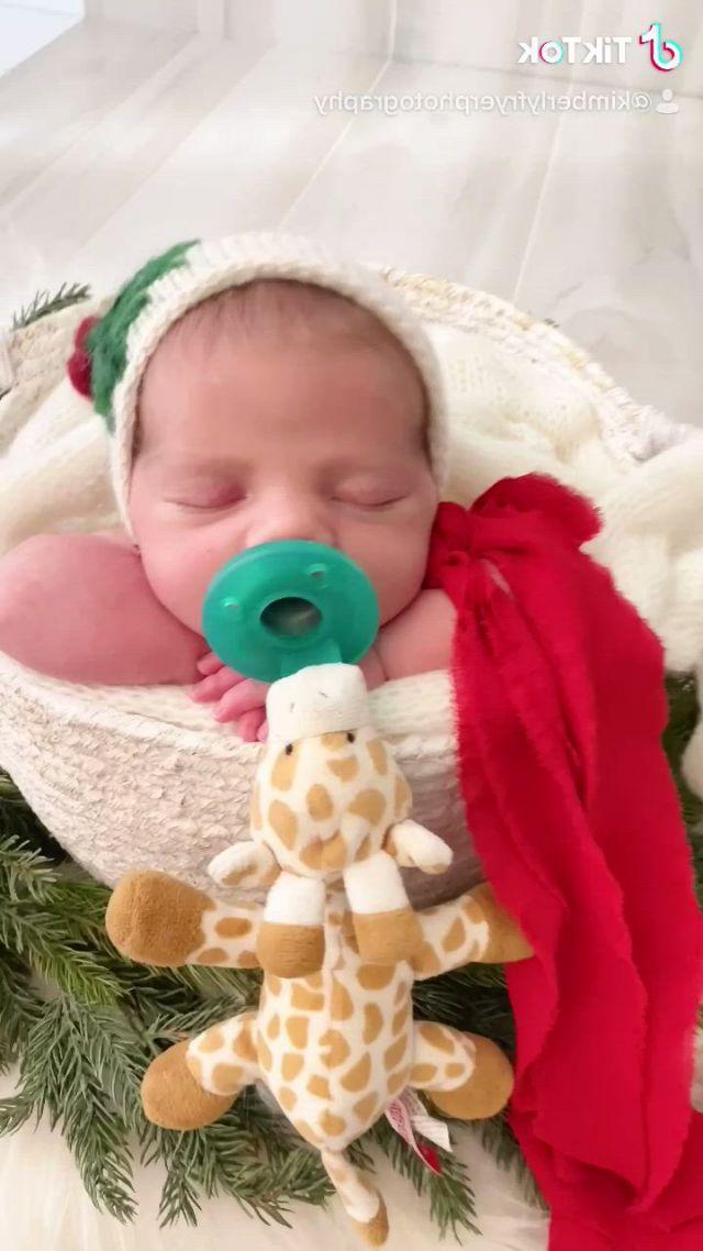 Houston's best newborn photographer cypress kimberly fryer photography - Video & GIFs   family posing,baby girl newborn,funny babies,baby fever,behind the scenes