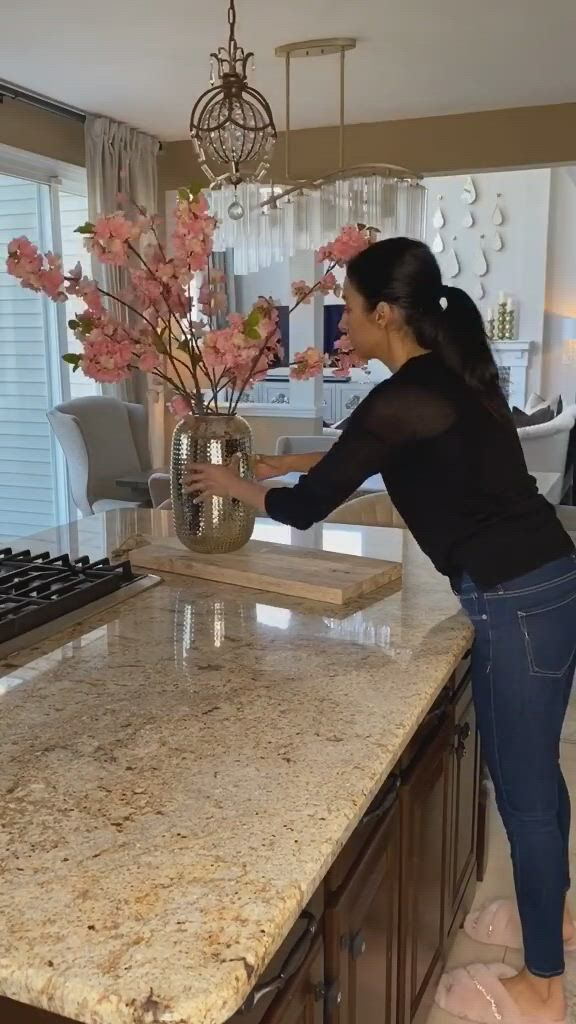 Style your kitchen with beautiful flowers - Video & GIFs | dream house decor,kitchen design,home kitchens,beautiful kitchens,beautiful homes,luxury curtains,dog furniture,house cleaning tips,modern industrial,plans,clean house