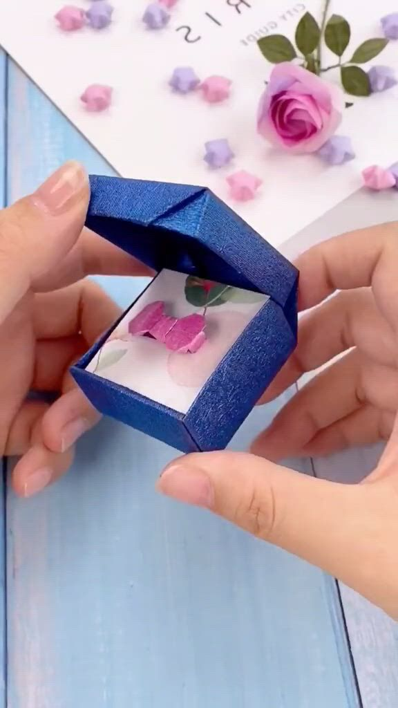 DIY Ring Box - Video & GIFs | paper crafts diy kids,paper crafts diy,origami crafts diy,instrucoes origami,origami gift box,paper crafts origami,diy gift box,diy box,paper gift box,diy gifts,paper boxes,diy paper