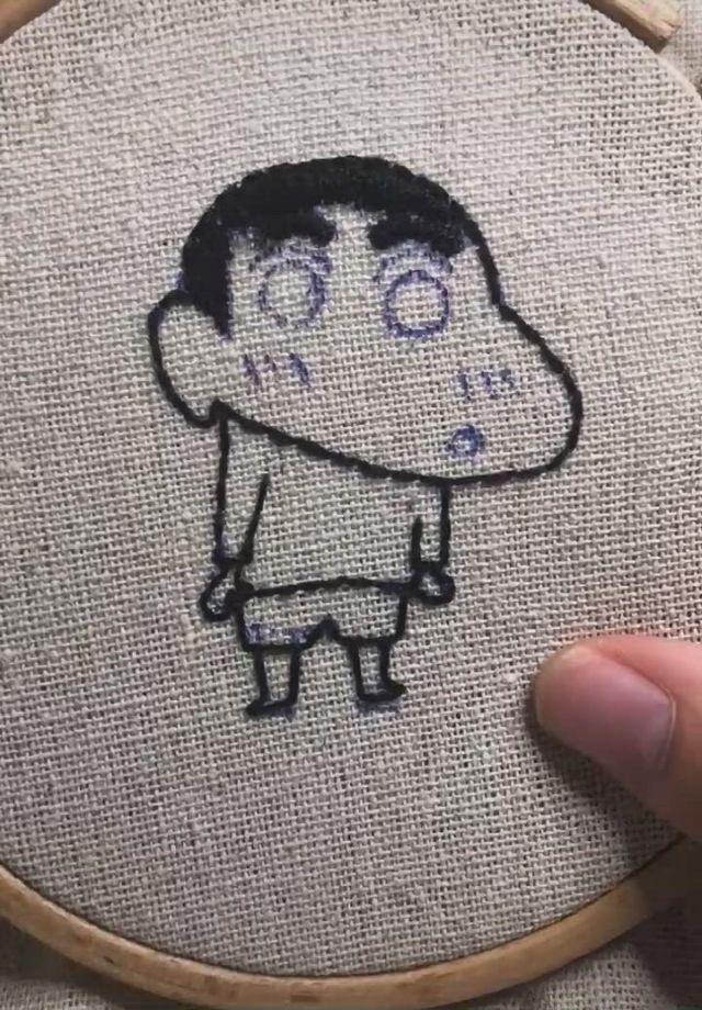 Embroidery Art Crayon ShinChan - Video & GIFs | hand embroidery designs,embroidery,embroidery art,crayon shin chan,braided bun hairstyles,kids rugs,random,cute,decor,felt art