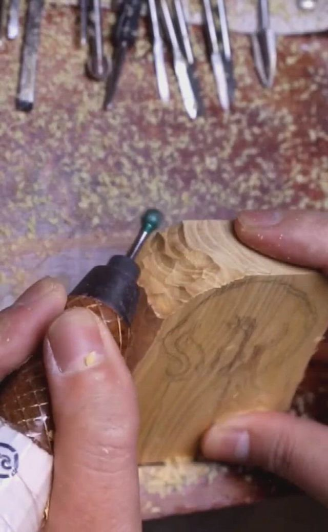 Wood carving drinking horse - Video & GIFs | carving,wooden animals,wood carving,whittling projects,wood projects,wood carvings,sculptures,woodworking,stone,metal,glass