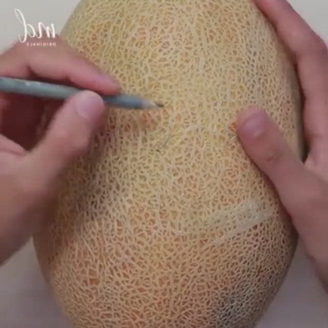 Fruit carvings are so satisfying - Video & GIFs   fruit carvings,fruit displays,girly things,christmas bulbs,projects to try,holiday decor,yup