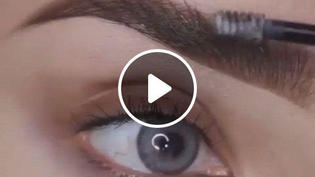 Purple Eye Look Tutorial - Video & GIFs | purple makeup, eye makeup, mermaid makeup, eye makeup art, eyeshadow makeup, makeup tips, eyeliner, fairy eye makeup, mermaid eye makeup, galaxy eyeshadow, uk makeup, makeup online