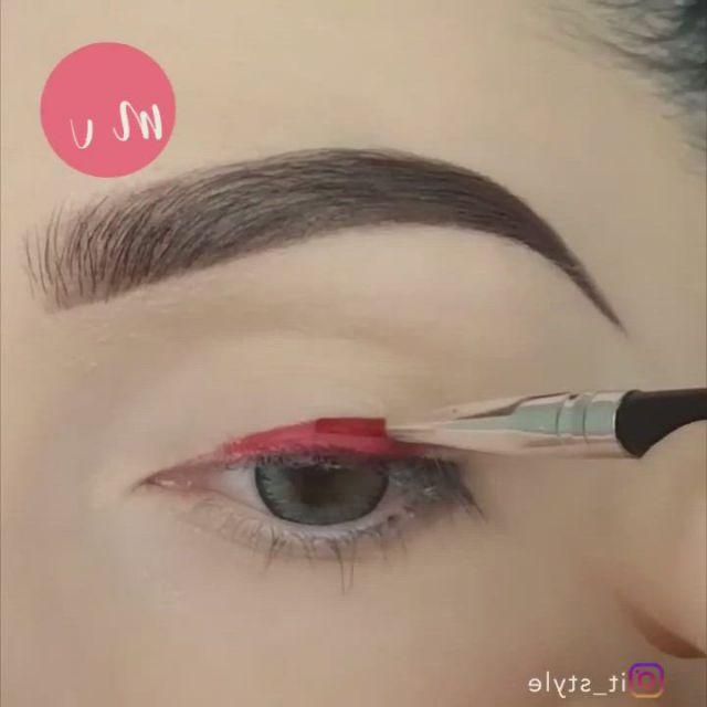 Top 3 eye liner makeup tutorials - Video & GIFs | prom eye makeup,creative eye makeup,glittery eye makeup,glitter eye makeup,eye makeup art,smokey eye makeup,eyeshadow makeup,eyeliner,beauty makeup,basic makeup