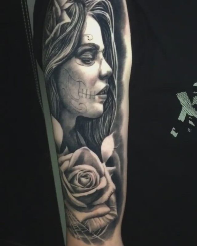 Realism tattoo in arm