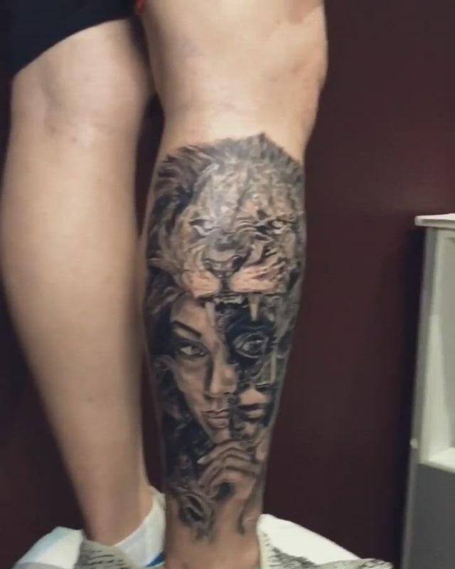 Realism tattoo in leg