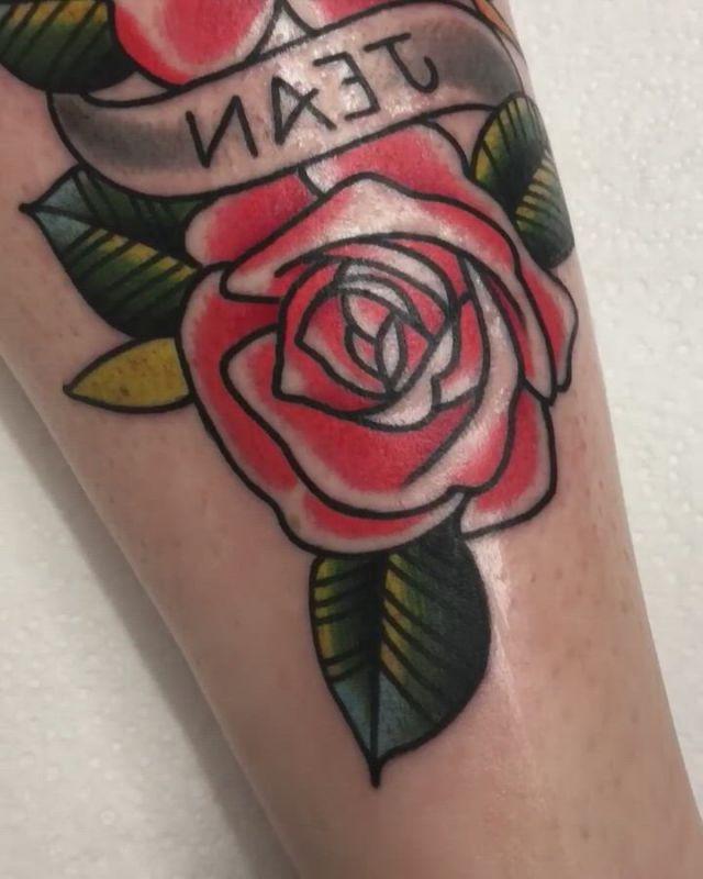 Traditional tattoo in leg