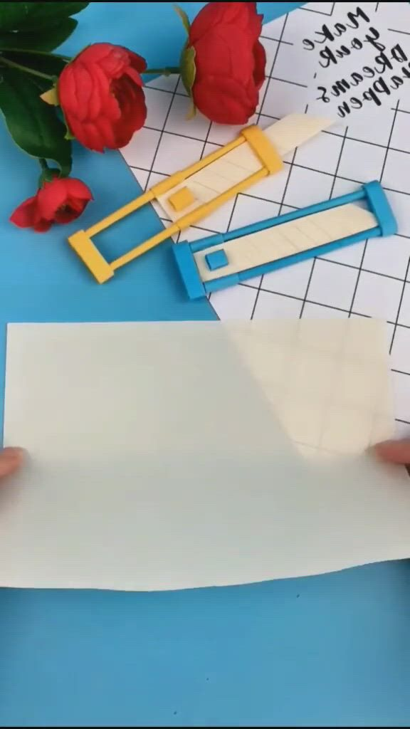 A knife that is made of paper - Video & GIFs | preschool crafts,paper carving,dollar tree crafts,fun crafts,cool diy projects,craft projects,diy necklace making,wood crafts,paper crafts,5 minute crafts ,creative textiles