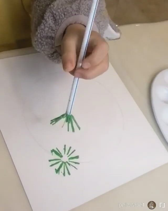 Creative painting idea for toddlers - Video & GIFs   christmas crafts,diy christmas gifts,toddler crafts,toddler christmas gifts,christmas decorations for kids,christmas crafts for kids to make,christmas activities,xmas crafts,christmas ideas,monkey crafts,art drawings for kids