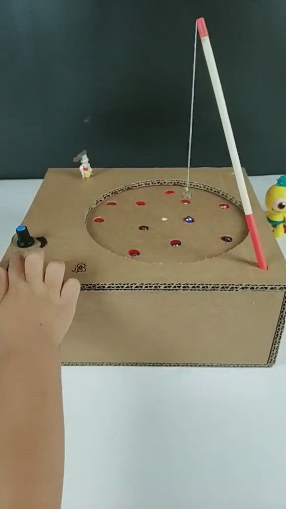 Cardboard DIY Fishing Toy for toddlers - Video & GIFs | cardboard crafts,paper crafts diy kids,paper crafts diy tutorials,recycled art projects,diy projects for kids,easy crafts for kids,diy for kids,playgroup activities,indoor activities for kids,kinetic toys,useful origami