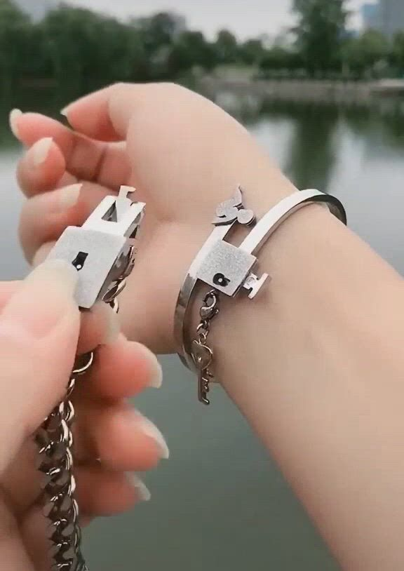 Amazing bracelet for couple - Video & GIFs | promise bracelet,boyfriend anniversary gifts,cute promise rings