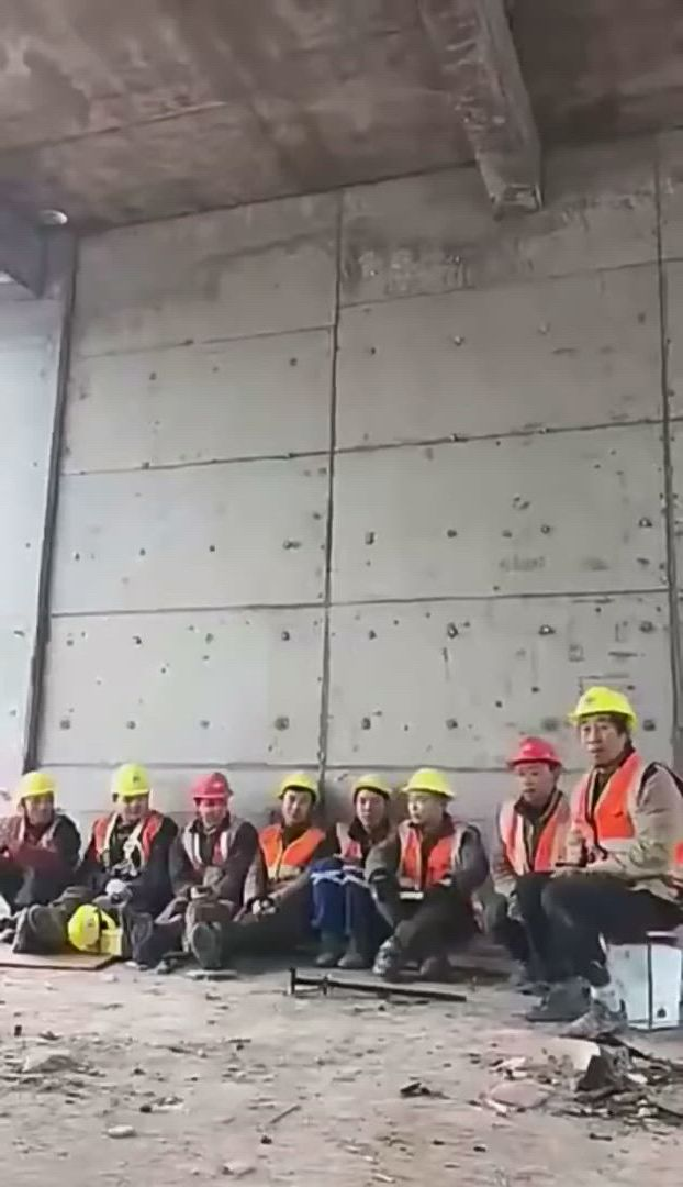 Amazing dance by chinese worker