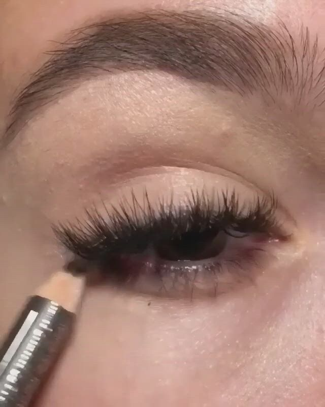 Makeup olho facil - Video & GIFs   looks halloween,truques de maquiagem,ideias de maquiagem,makeup tips,eye makeup,scary makeup,makeup tutorials,art tutorials,makeup ideas,hair makeup,fibre gel