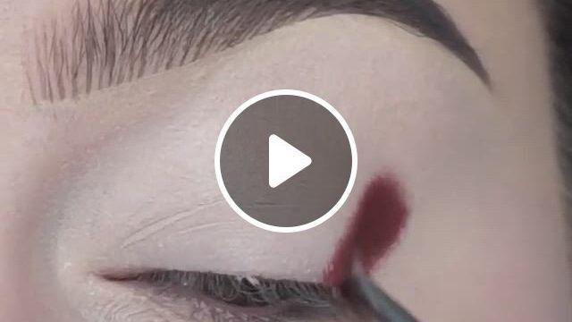 Maquiagem Sombra Nos Olhos - Video & GIFs | maroon makeup, eye makeup tutorial, makeup, makeup eye looks, eye makeup steps, eye makeup art, colorful eye makeup, beautiful eye makeup, smokey eye makeup, eyeshadow makeup, flawless makeup, makeup geek