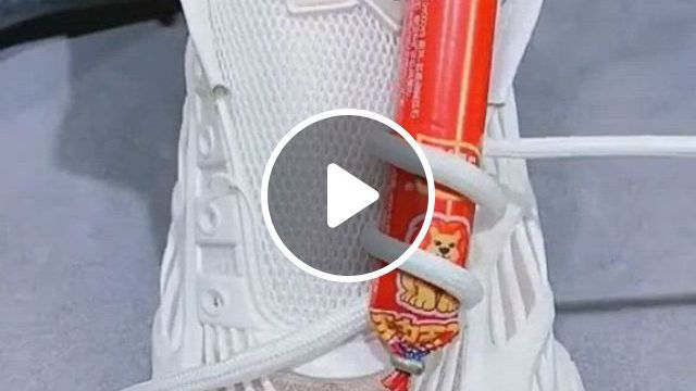 How Do You Tie Laces Creatively - Video & GIFs   ways to tie shoelaces, shoe laces, tie shoelaces, ways to lace shoes, how to tie shoes, your shoes, diy clothes and shoes, diy clothes , happy jar, diy crafts hacks, outfits damen