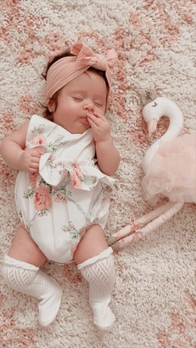 Baby girl outfits - Video & GIFs | fotos de bebes fofos,fotografia de bebes,fotografia de bebes recem nascidos,cute little baby girl,beautiful baby girl,small baby,beautiful eyes,cute baby twins,mom and baby