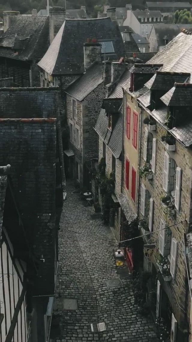 Brittany, cobblestone streets - Video & GIFs | natureza selvagem,natureza,lugares,stunning view,palaces,street,travel,beauty,art,wilderness,viajes