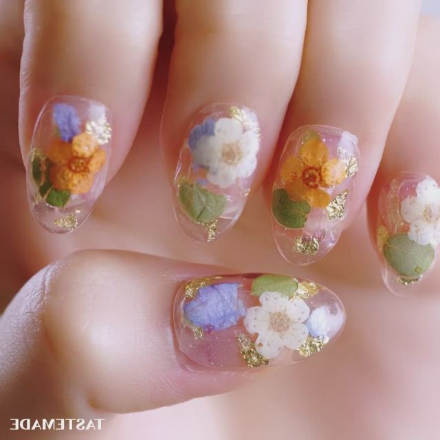 Dried flower spring nails - Video & GIFs   floral nails,spring nails,floral nail designs,cute nail art,beautiful nail art,cute nails,pretty nails,funky nails,nail art designs ,pink nail designs,olive nails,diy acrylic nails