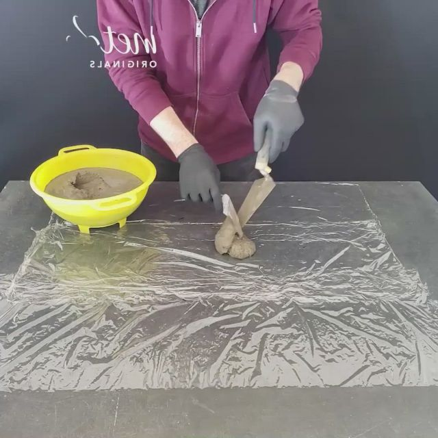 Cement craft ideas - Video & GIFs   cement crafts,crafts,diy crafts for gifts,easy paper crafts,handmade crafts,cement flower pots,house plants decor,concrete crafts,fabric boxes,fish ponds,so creative