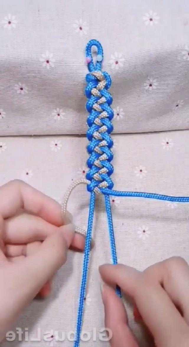 Diy Bracelet - Video & GIFs   macrame bracelet patterns,diy bracelets easy,ankle bracelets diy,rope crafts,diy crafts jewelry,bracelet crafts,string crafts,yarn crafts,macrame patterns,macrame bracelets,paracord bracelets