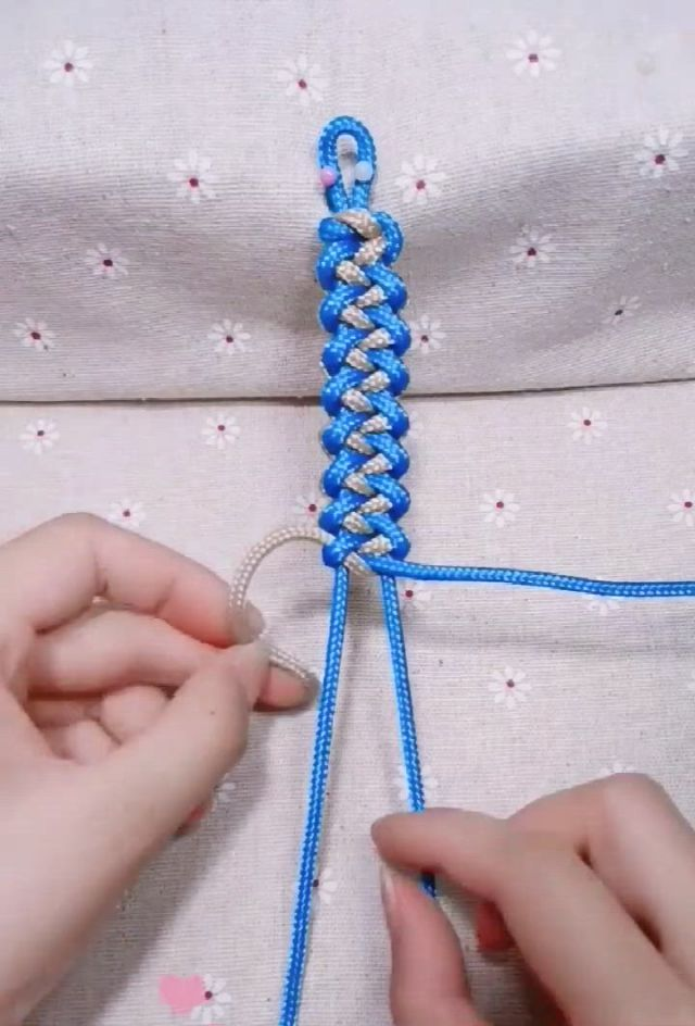 Hand woven hand rope is simple and beautiful