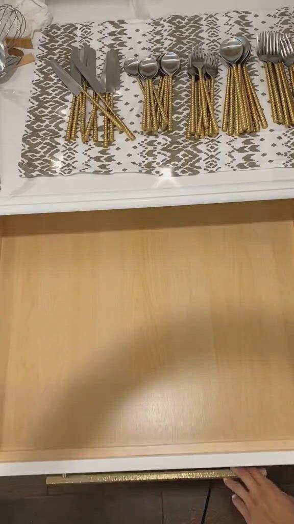 Expandable kitchen cabinet organizer - Video & GIFs | modern kitchen remodel,pantry design,modern kitchen storage,small house interior design,unique house design,interior design kitchen,kitchen pantry design,kitchen sets,modern kitchen design,cabinet organizers,kitchen cabinet organization,cutlery storage