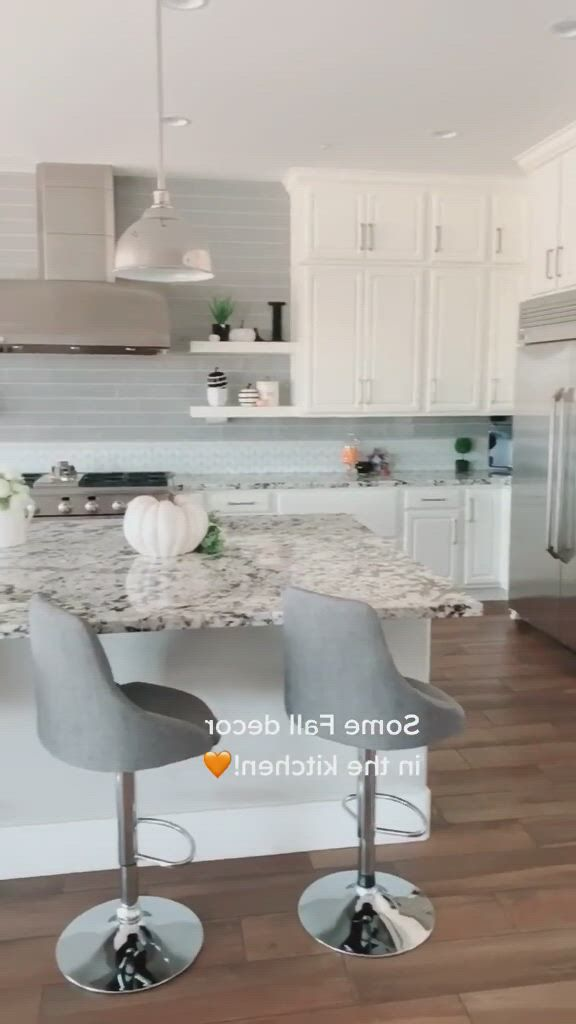 Inspiring kitchen fall decor - Video & GIFs | fall kitchen decor,kitchen decorations,fall decor,moldings and trim,modern industrial,beautiful kitchens,dining tables,future house,decorating your home