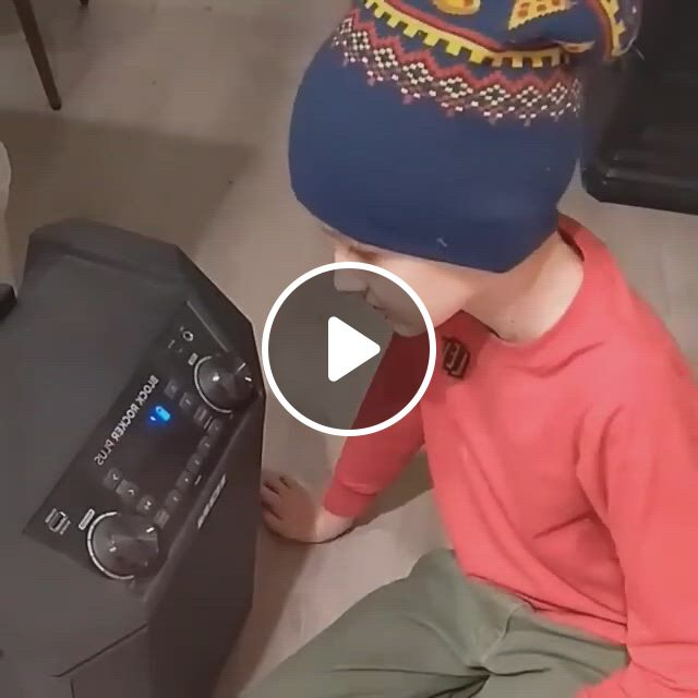 Funny Home Alone Cosplay - Video & GIFs | funny clips, halloween costume anime, cosplay, anime costumes, cosplay costumes, halloween cosplay, halloween costumes, love poetry images, mask online, home alone, costume accessories