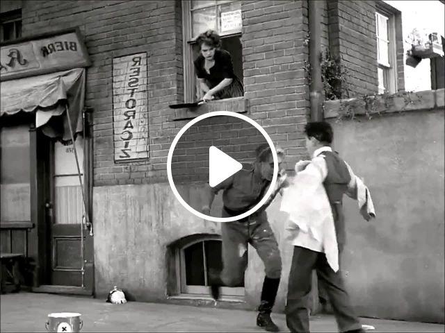 Street Dance The Great Dictator 1940 - Video & GIFs | charlie chaplin movies, charlie chaplin , charlie chaplin, street dance, ringo starr, movie gifs, film movie, film scene, estilo marilyn monroe, charles spencer chaplin
