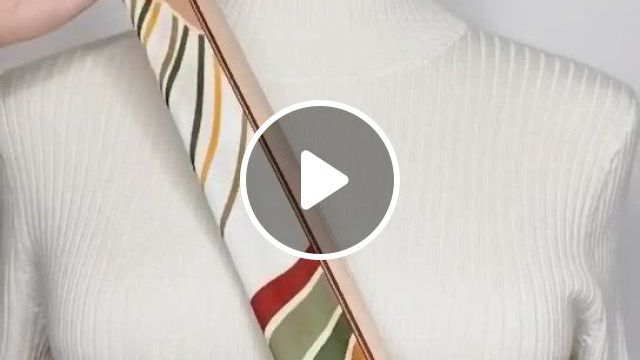 Easy Way To Make Your Outfit Gorgeous With This Fashion Hack To Tie - Video & GIFs | fashion hacks clothes, scarf women fashion, diy fashion clothing, ways to tie scarves, ways to wear a scarf, how to wear scarves, scarf wearing styles, scarf styles, diy fashion hacks, fashion tips, fashion design, diy fashion